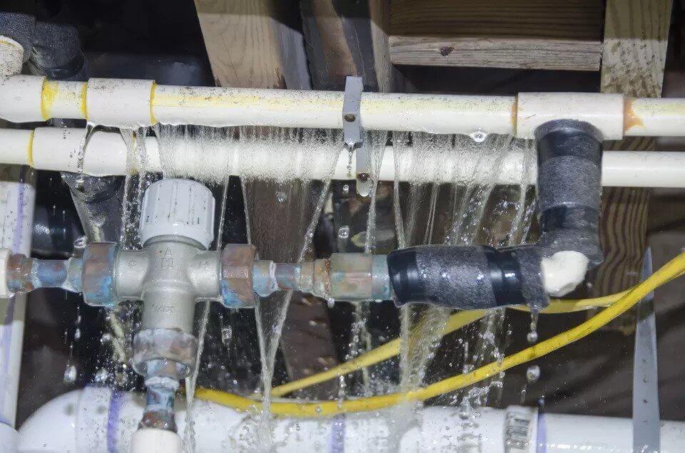 ترکیدگی لوله در ساختمان